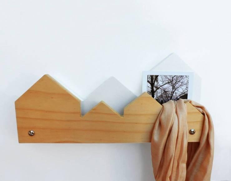 Percheros y Organizadores: Dormitorios de estilo  por BROWN ST