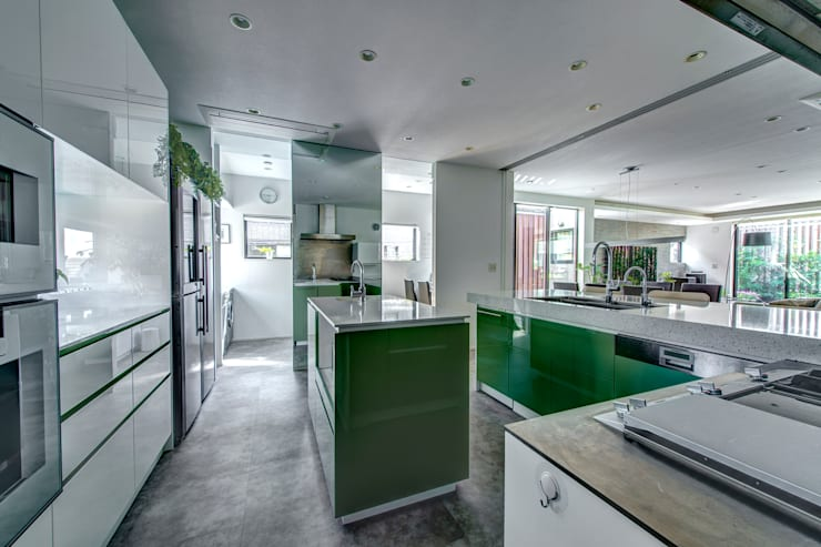 家事のしやすい広々キッチン: TERAJIMA ARCHITECTSが手掛けたキッチンです。