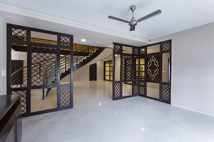 Bangalore Villas:  Living room by Spaces and Design