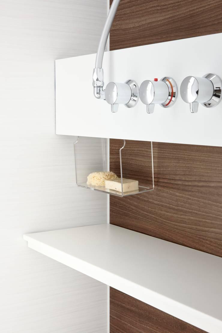 生活感を出さないシステムバスルーム「ORIZZONTE/オリゾンテ」 マルチストレージカウンター: 株式会社 和光製作所が手掛けた洗面所&風呂&トイレです。