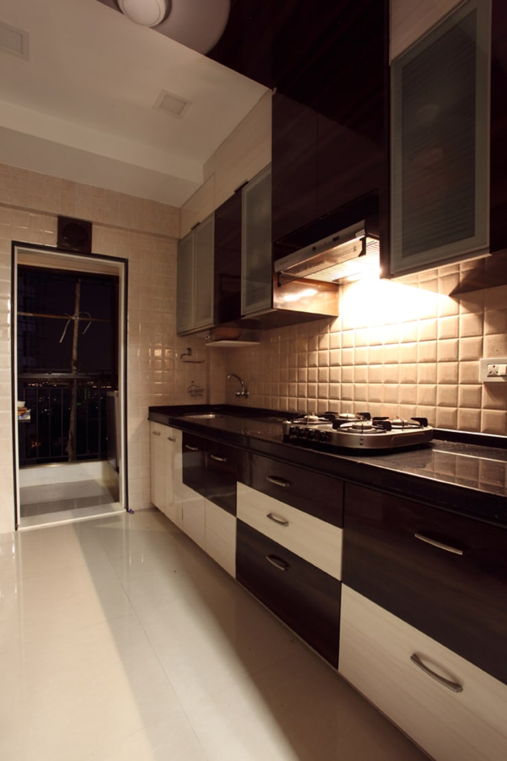 Harish Bhai:  Kitchen by PSQUAREDESIGNS