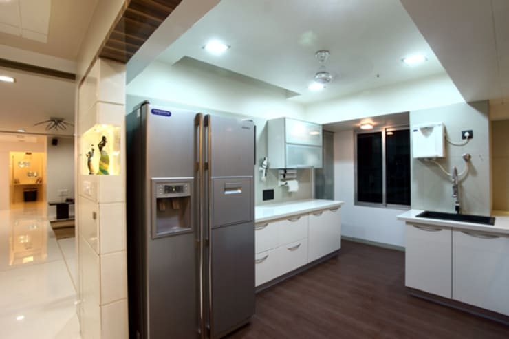 Chaten Disoza:  Kitchen by PSQUAREDESIGNS