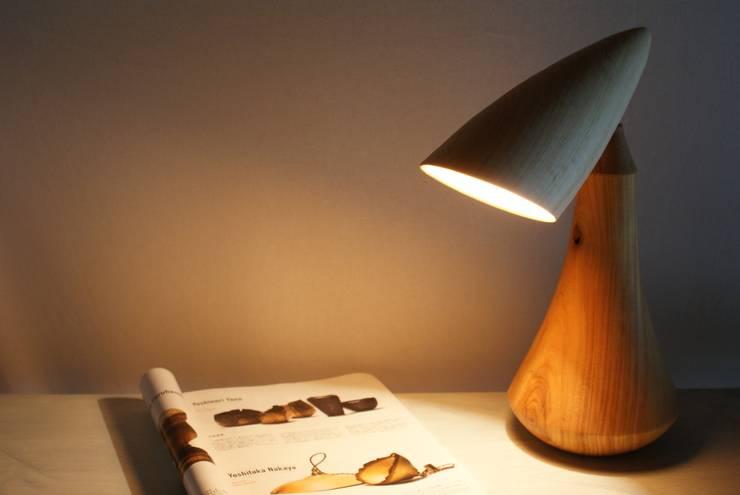 デスクランプ(ヒノキ/ケヤキ): 木ものNAKAYAが手掛けた折衷的なです。,オリジナル 木 木目調