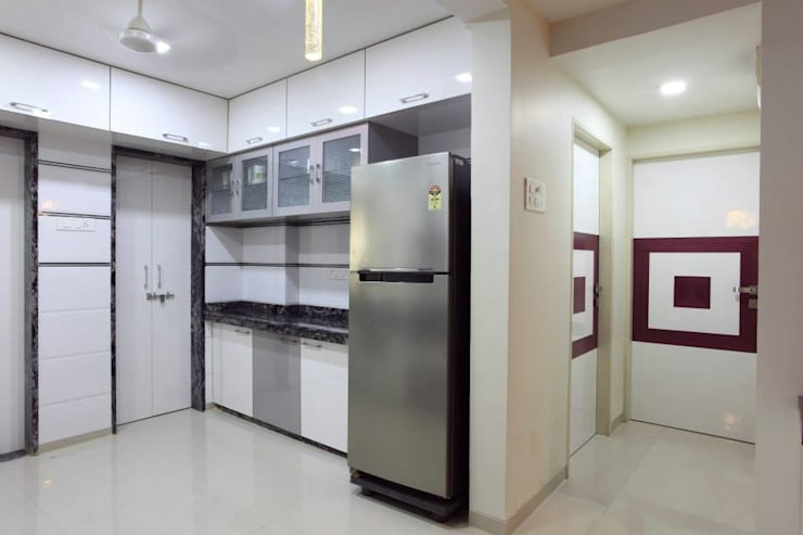 YOGESH KATARIA-VALSAD:  Kitchen by PSQUAREDESIGNS