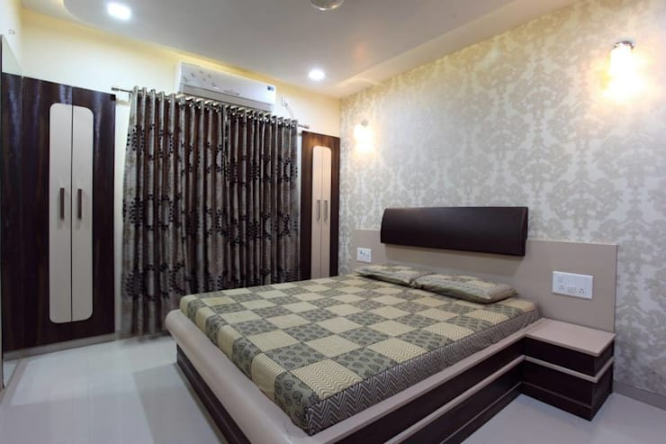YOGESH KATARIA-VALSAD:  Bedroom by PSQUAREDESIGNS