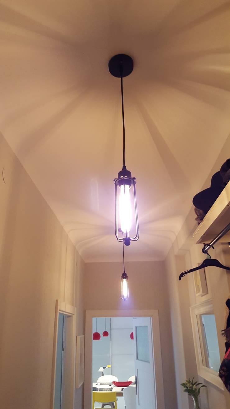 Klimatyczne mieszkanie w starej kamienicy: styl , w kategorii Korytarz, przedpokój zaprojektowany przez Project Art Joanna Grudzińska-Lipowska