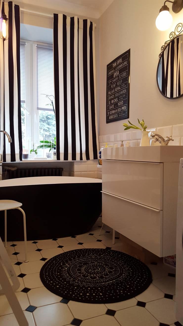 Klimatyczne mieszkanie w starej kamienicy: styl , w kategorii Łazienka zaprojektowany przez Project Art Joanna Grudzińska-Lipowska