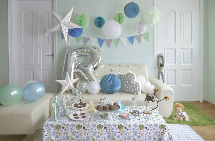 Habitaciones infantiles de estilo  de partybuckett