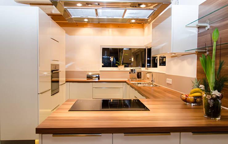 Projekty,  Kuchnia zaprojektowane przez Hauptvogel & Schütt Planungsgruppe