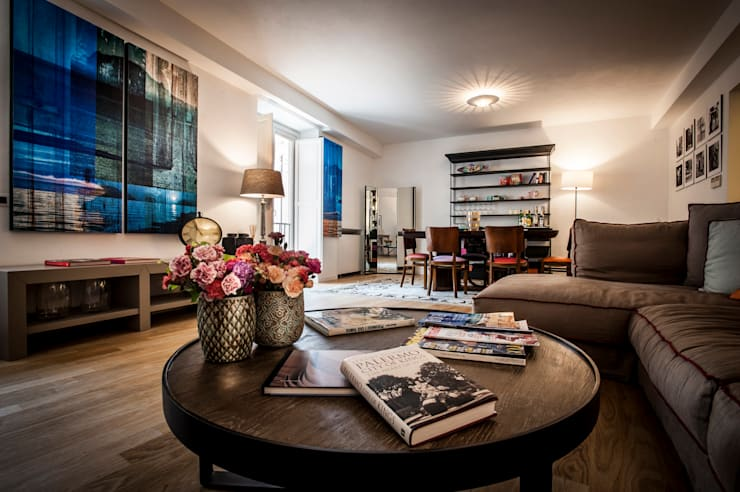 B&B 22 CHARMING ROOMS & APARTMENTS: Sala multimediale in stile  di EXCELSIOR HOME INTERIORS