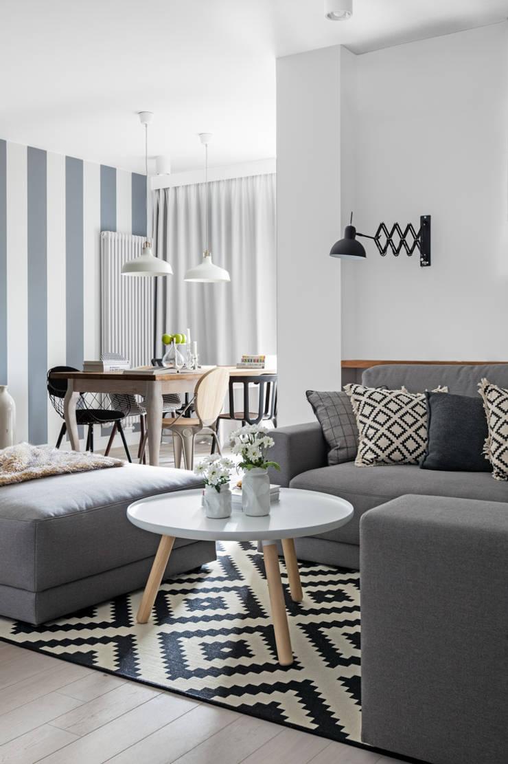 Our photoshoot of apartment design by Domaga Architects : styl , w kategorii Salon zaprojektowany przez Ayuko Studio