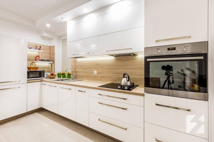 Kuchnia na wymiar w minimalistycznym stylu: styl , w kategorii  zaprojektowany przez 3TOP,Minimalistyczny