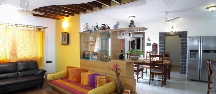 Residential project:  Dining room by JPA Tulja Interiors Pvt. Ltd.