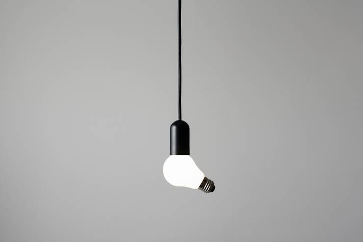 Lamp/Lamp: 株式会社100percentが手掛けたリビングルームです。