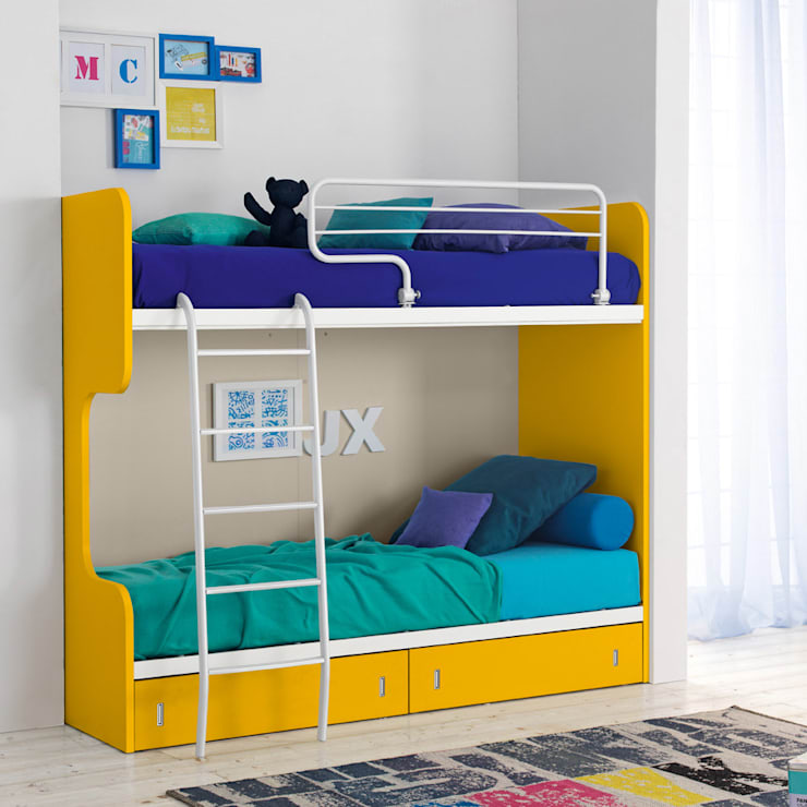 'Genio III' Modern kid's bunk bed by Corazzin:  Nursery/kid's room by My Italian Living