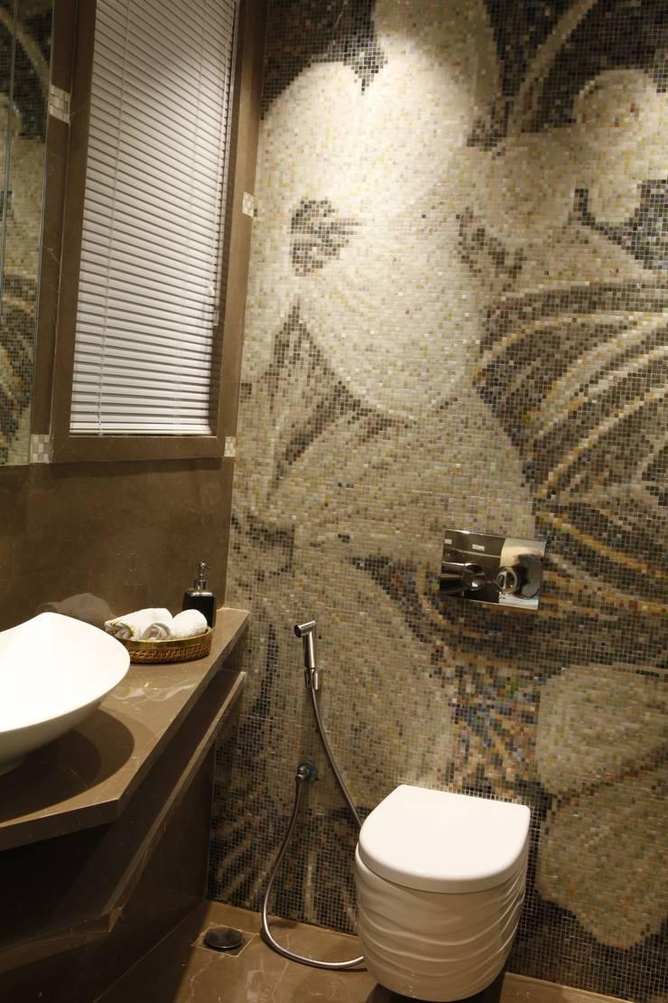 POWDER ROOM:  Bathroom by INNERSPACE