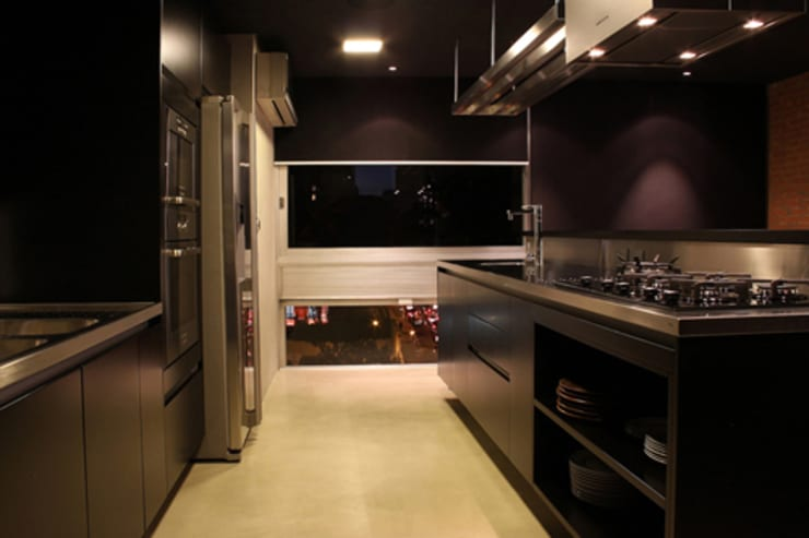 AL.Casa Branca: Cozinhas  por IN - Studio Arquitetura de Interiores