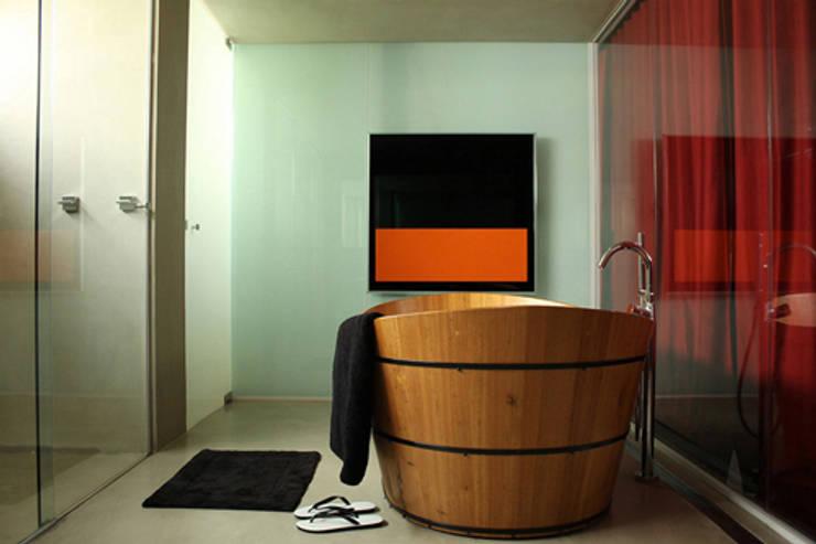 AL.Casa Branca: Banheiros  por IN - Studio Arquitetura de Interiores