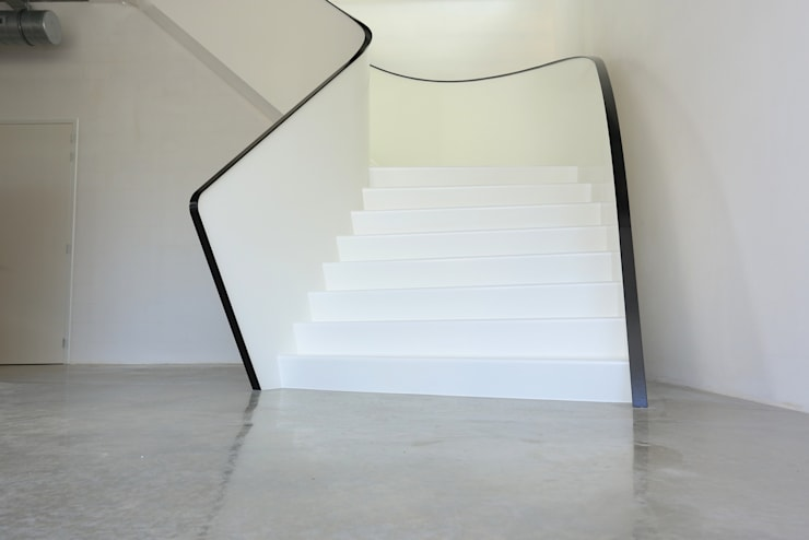 EeSoffit by EeStairs® – Revolutionaire trapafwerking:  Gang en hal door EeStairs | Stairs and balustrades, Minimalistisch