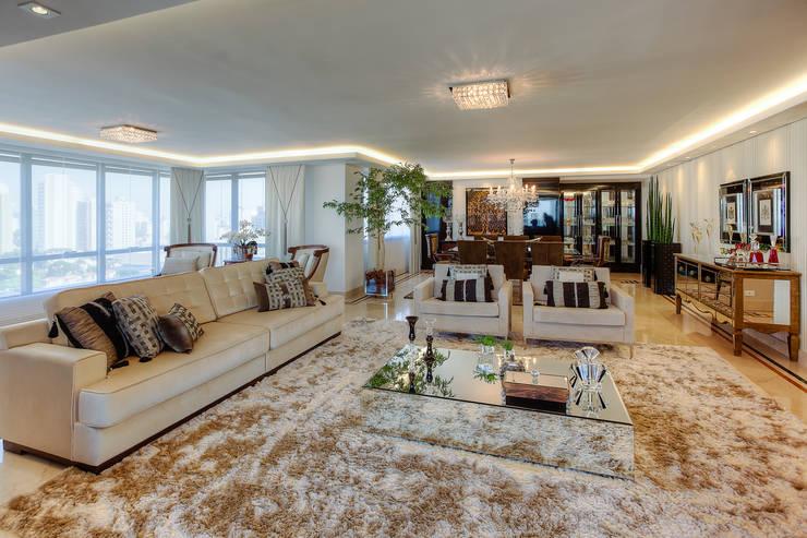 Residência Juvevê: Salas de estar  por VL Arquitetura e Interiores