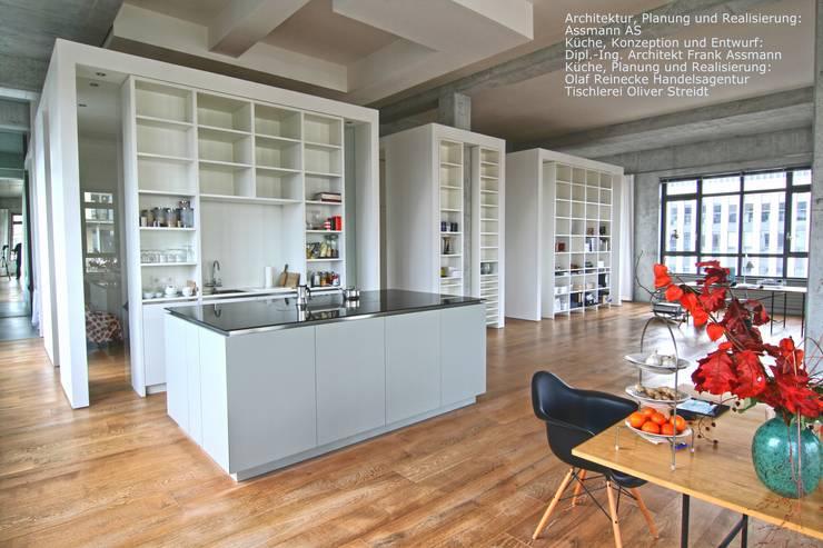 Wunderschöner Raum: minimalistische Küche von Olaf Reinecke                                              Der TraumKüchenRealisierer