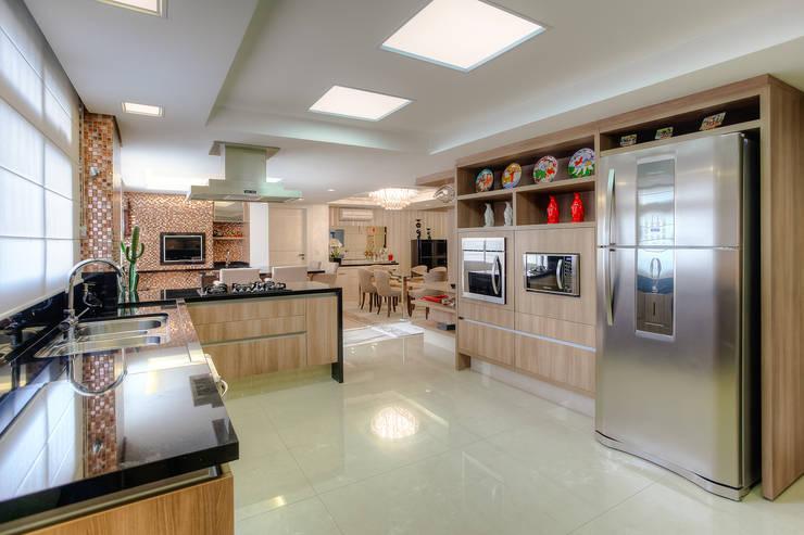 Residência Juvevê: Cozinhas  por VL Arquitetura e Interiores