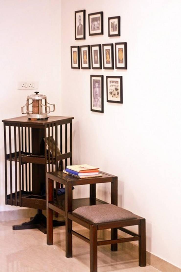 Banjara Hills House:  Living room by Saloni Narayankar Interiors