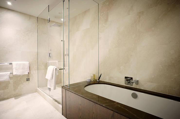 Kamar Mandi oleh Flairlight Designs Ltd, Klasik