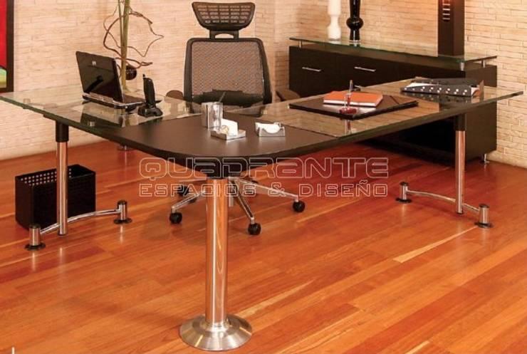Escritorio gerencial: Oficinas y tiendas de estilo  por Quadrante Espacios y Diseño Ltda