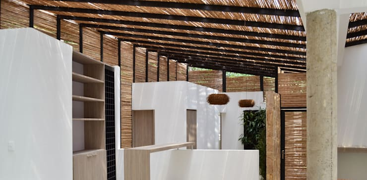 CASA DEL BOSQUE: Salas de estilo  por santiago dussan architecture & Interior design