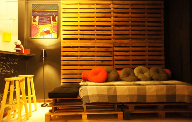 Ap Pimenta: Salas de estar  por sumaUNA Arquitetura