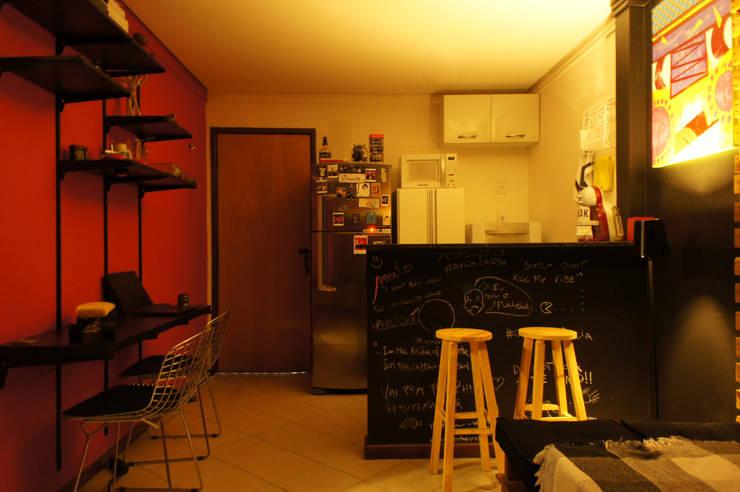 Ap Pimenta: Cozinhas  por sumaUNA Arquitetura
