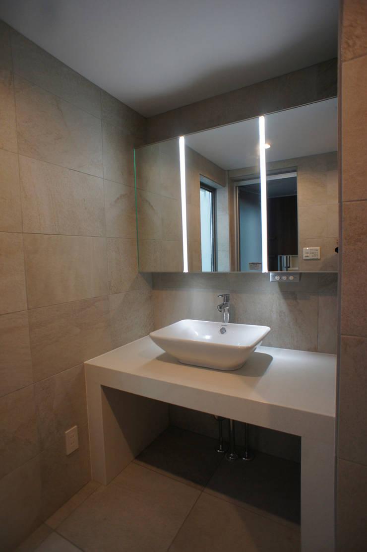 洗面: 東章司建築研究所が手掛けた浴室です。,