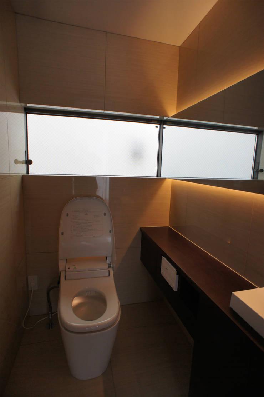 トイレ: 東章司建築研究所が手掛けた浴室です。,
