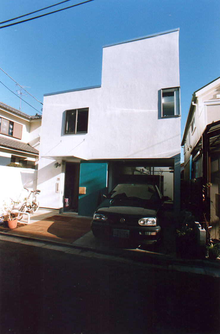外観正面: 東章司建築研究所が手掛けた家です。