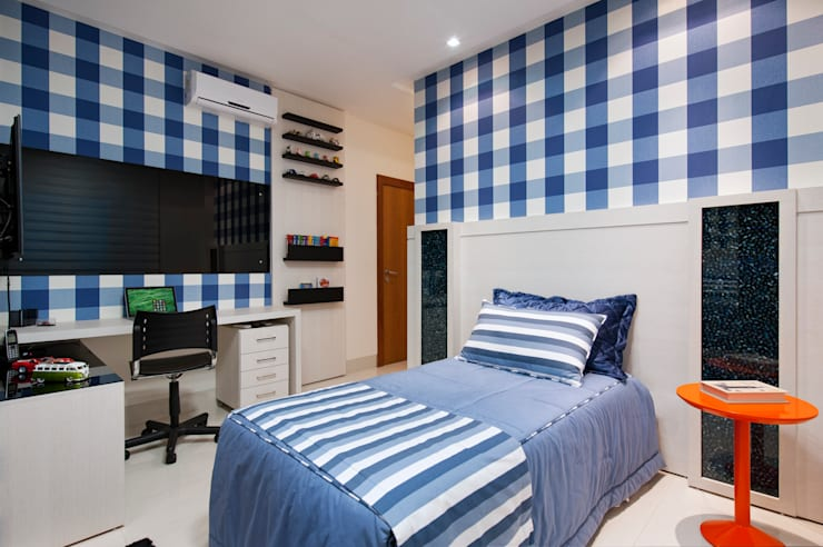 minimalistic Nursery/kid's room by Livia Martins Arquitetura e Interiores
