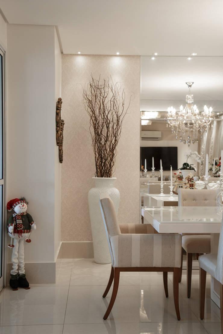 Sala de jantar: Salas de jantar  por Livia Martins Arquitetura e Interiores