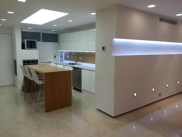 Proyecto Arce Cocinas: Cocinas de estilo  por ARCE FLORIDA