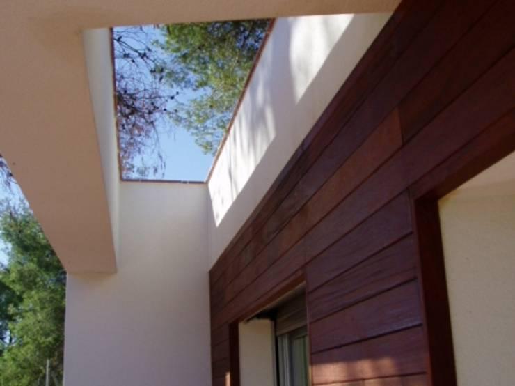 Detalle de acceso: Casas de estilo  por Oleb Arquitectura & Interiorismo