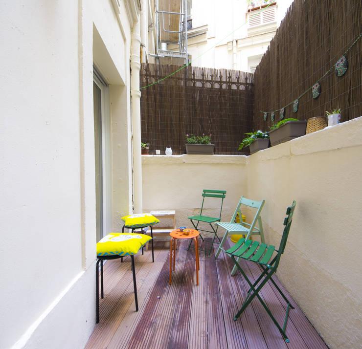 Balconies, verandas & terraces  by Batiik Studio