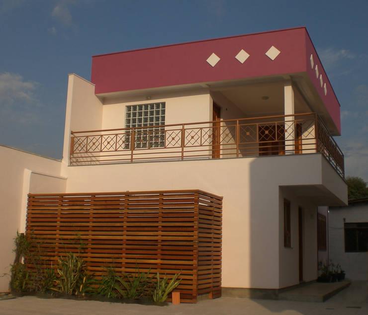 Residência das Estrelas: Casas  por Graziela Alessio Arquitetura,