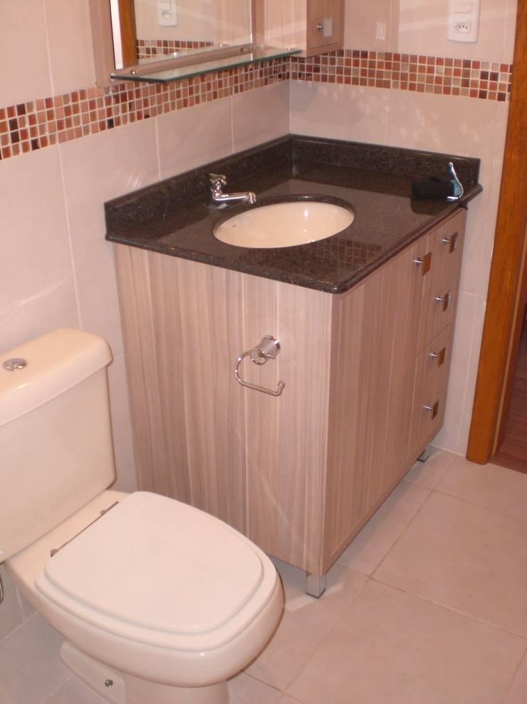 Residência das Estrelas: Banheiros  por Graziela Alessio Arquitetura,