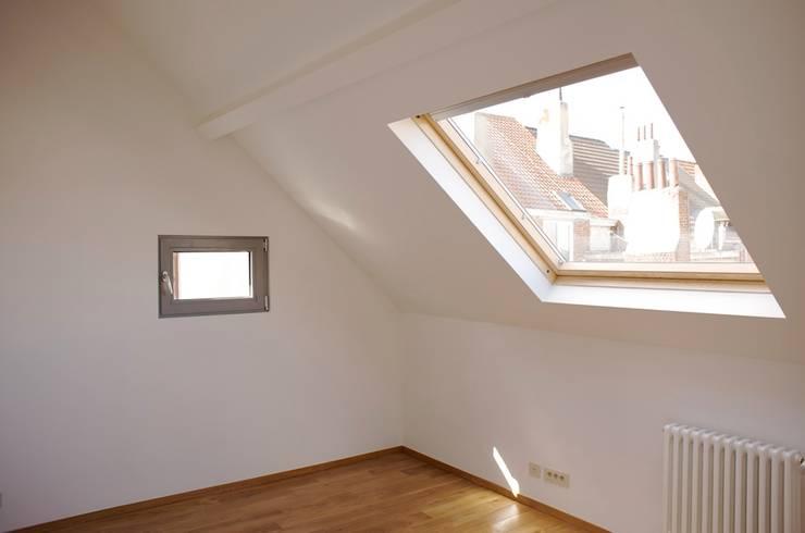 Avramovic Sion: Fenêtres de style  par Modelmo ScPRL