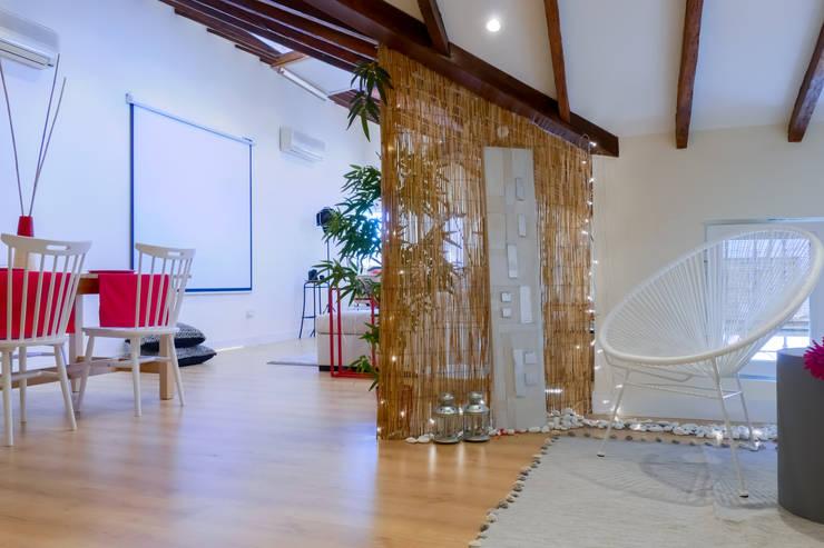 Asun Tello: Salones de estilo moderno de Asun Tello