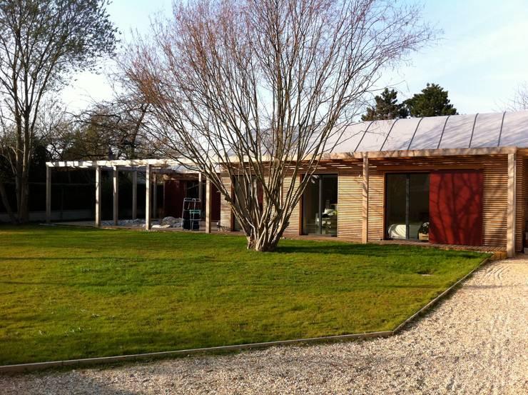 Facade sud, l'aile des chambres: Maisons de style  par Atelier d'Architecture Marc Lafagne,  architecte dplg