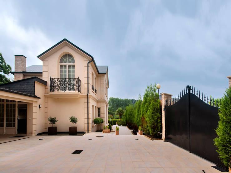 Residencia en el campo: Casas de estilo moderno de Belén Sueiro