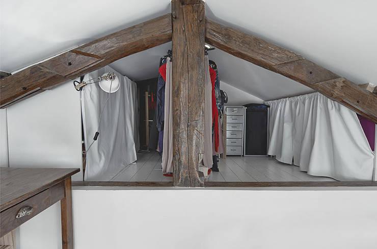 moderne Kleedkamer door Croisle Architecture