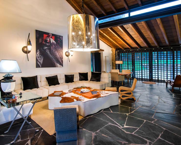 Salas / recibidores de estilo moderno por Belén Sueiro