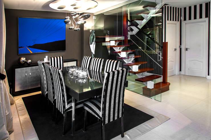 Una vivienda vanguardista: Comedores de estilo moderno de Belén Sueiro