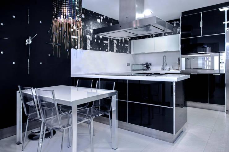 Una vivienda vanguardista: Cocinas de estilo moderno de Belén Sueiro